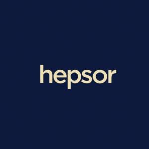 Hepsor logotips uz tumši zilā fona